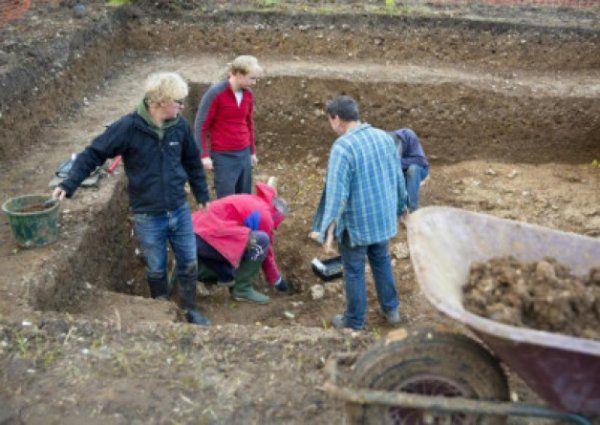 David Jacques a kollégáival a Blick Mead-i ásatásnál.