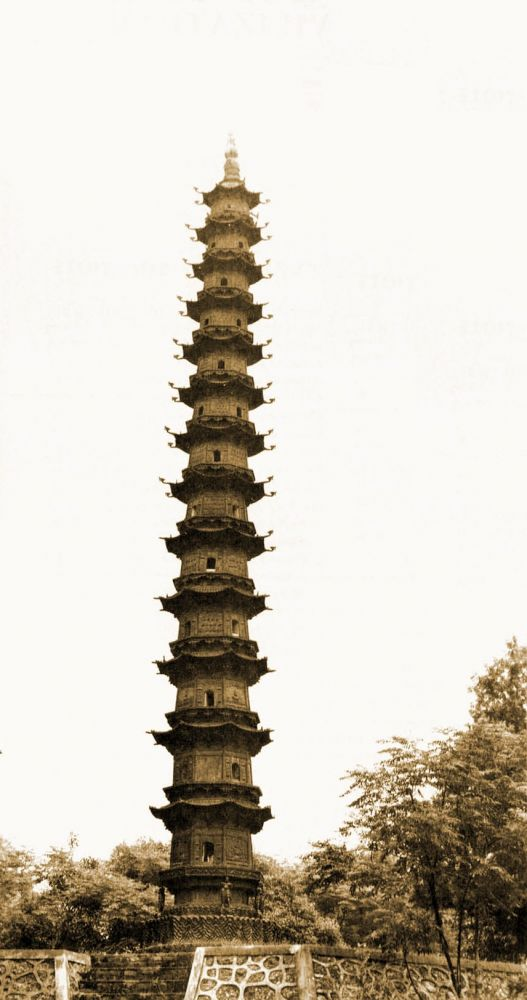 A 13 méter magas Yu Quan pagoda Dangyangban teljes mértékben öntöttvasból készült 1061-ben. Ezzel a legrégibb fennmaradt öntöttvas pagoda.