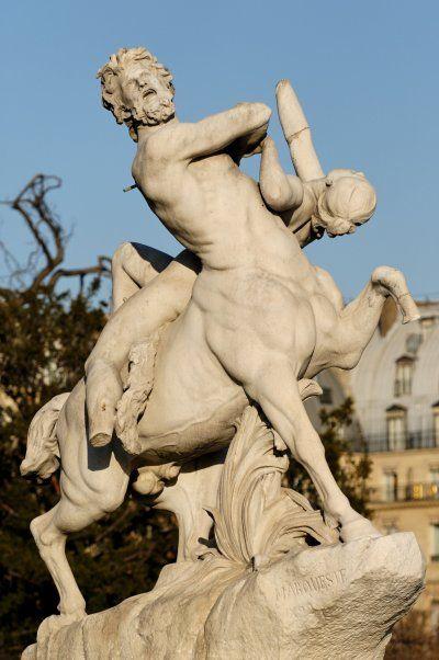 Kentaur – egy emberi fejjel, karokkal és mellkassal rendelkező teremtmény, akinek ló teste és lábai vannak.