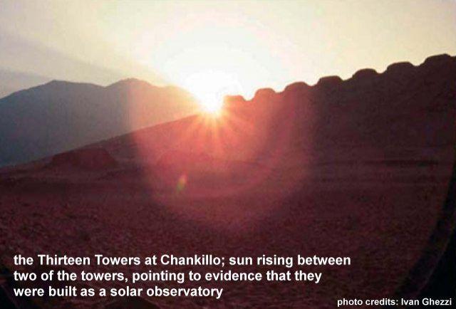 A Chankillo-i 13 torony. A képen az éppen felkelő Nap látható két torony között, ami rámutat arra, hogy napmegfigyelő helyként (obszervatóriumként) építették.