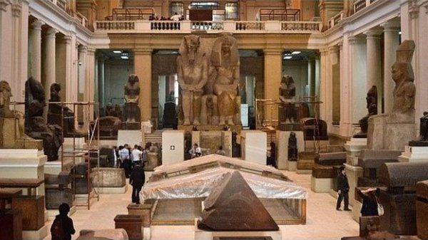 A 2014-ben felújított Egyiptomi Múzeum egyike Kairó fő turisztikai látnivalóinak.