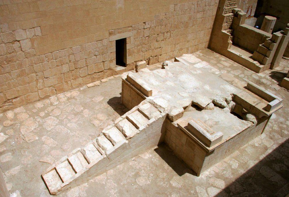 A Napkultusz Komplexum. Credits: Egyptian-Polish Archaeological and Conservation Mission of the temple of Hatshepsut at Deir El-Bahari