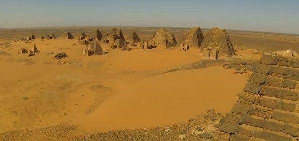 Alan Turchik volt az első archeológus, aki látogatást tett El Kurruban, Szudánban csaknem 100 éve. Image credit: National Geographic