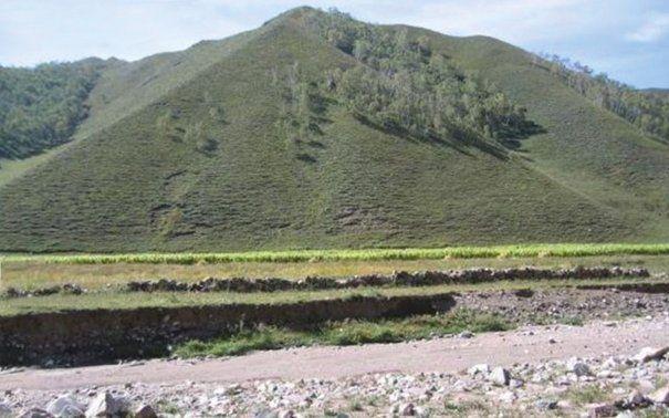 A hongshani emberek által létrehozott ősi piramis