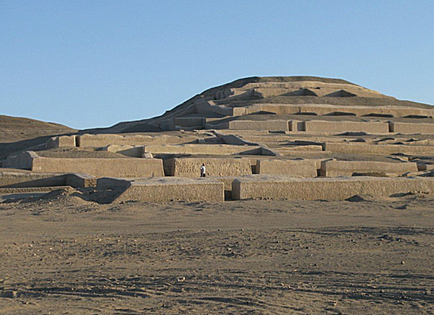 Cahuachi templomai. Photo by Rodney L. Dodig