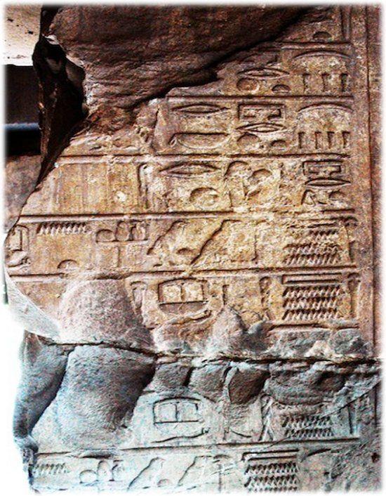 A karnaki templomban felfedezett ünnepi kalendárium, mely egyike a több jelentős csillagászati kapcsolatnak a templom tájolásán túlmenően. Photograph © Juan Belmonte