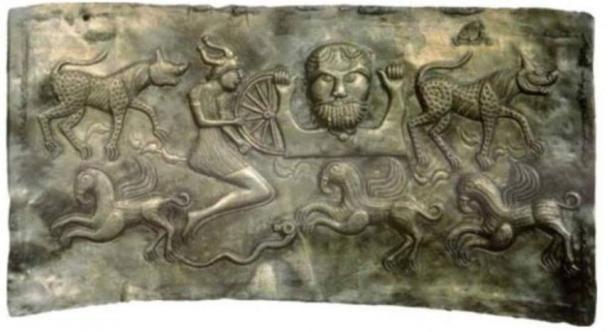 Dagda tálja, ami a Tuatha Dé Danann legendás tagjai ábrázolja. ( Public Domain )