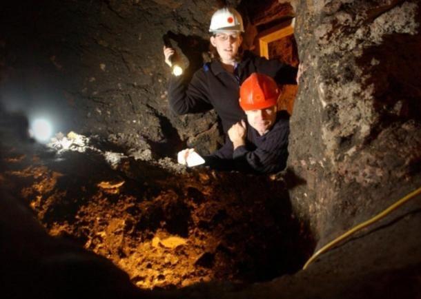 Sam Badger és Magnus Kirby régészek a rejtélyes alagutakat kutatják. ( Pamela Grigg )