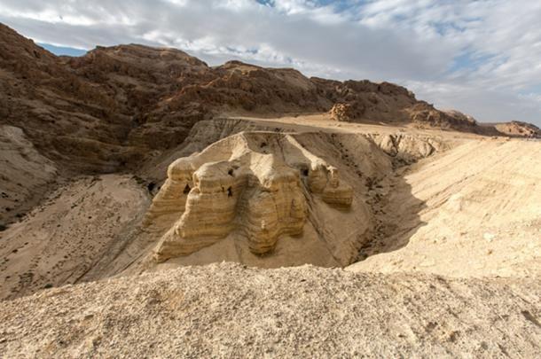 https://commons.wikimedia.org/wiki/File:Caves@Dead_Sea_Scrolls_(8246948498).jpg
