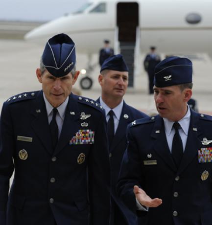 Az USA Légierejének pilótája nyíltan beszélt arról, hogy parancsba kapta, mit tegyen, amikor a katonaság egy ufót követett