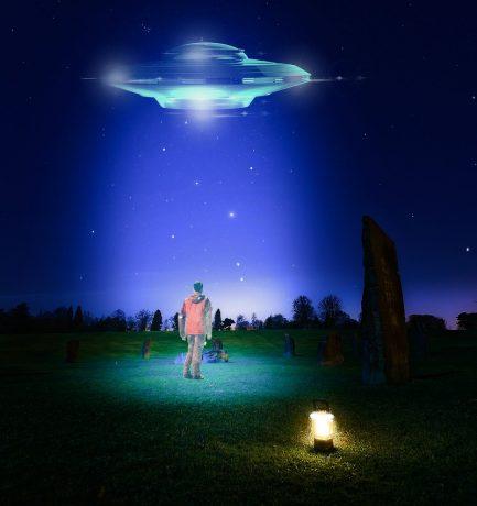 A földönkívüliek egyik kapcsolattartója, aki irányítani tudta a villámokat és látogatóba hívta az idegeneket